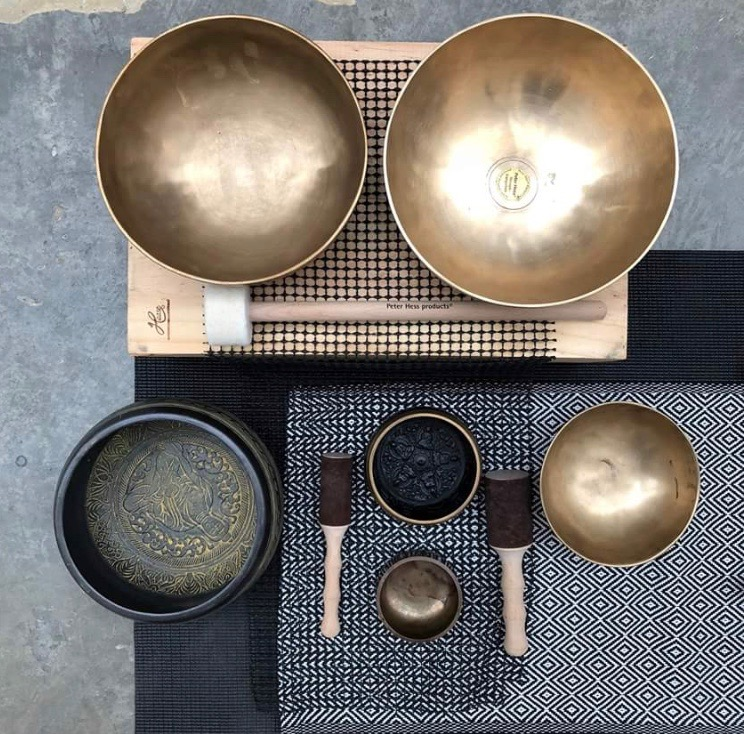 Singing bowls, Earth gong, Koshi chimes, thunder drum and gentle percussion